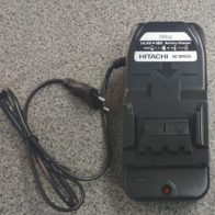 Зарядное устройство Hitachi  UC18YGSL код 93199695. Цена 2500 рублей
